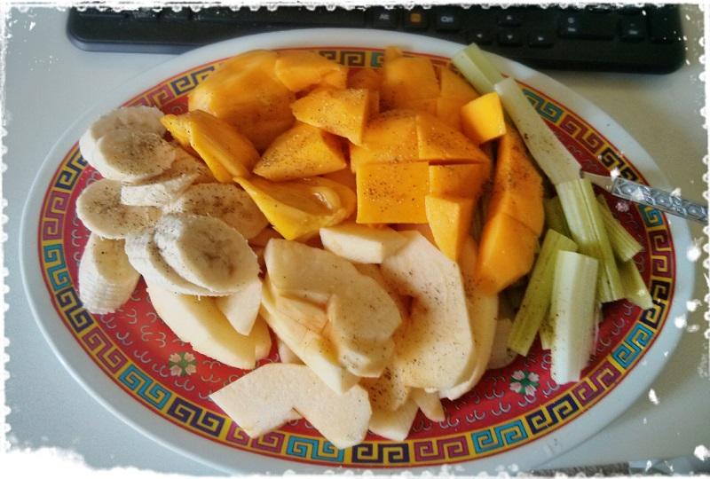 フルーツの朝食